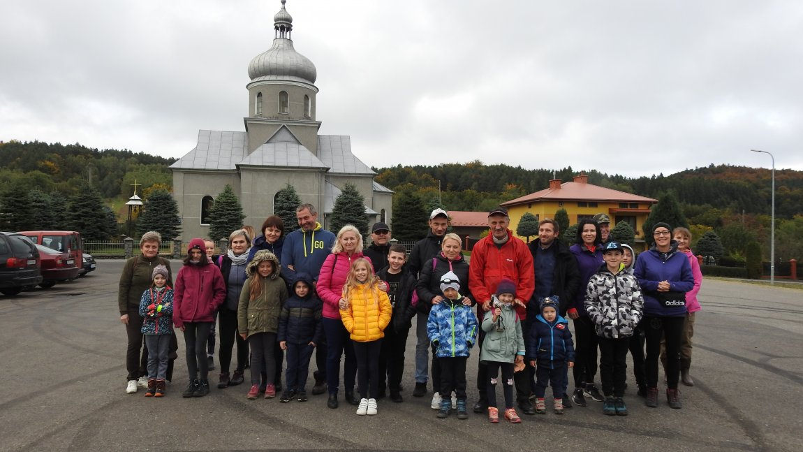 Uczestnicy spaceru Nocy Nietoperzy w Czarnorzekach