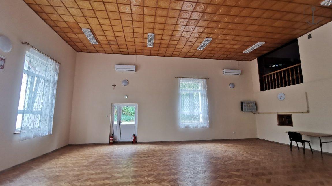 Sala w Woli Komborskiej